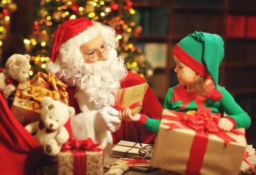 بابا نوئل سعی می کند همه بچه ها را بپوشاند