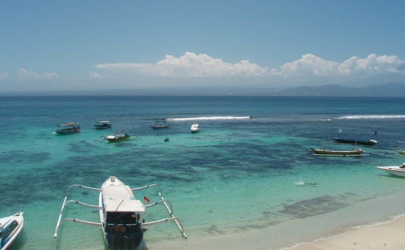 File:Nusa Lembongan - aqua waters of Mushroom Bay.jpg