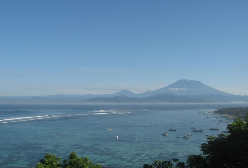 File:Nusa Lembongan view to Mount Agung.jpg