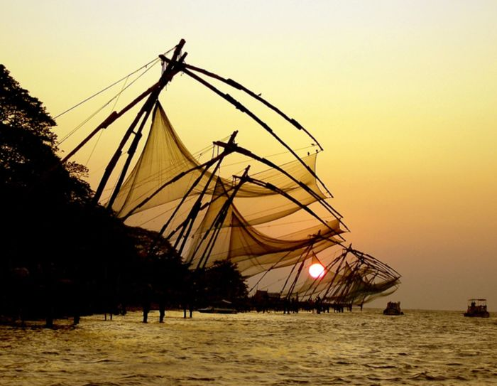 The Chinese fishing nets at Fort Kochi are an icon of the city, Image Credit: http://wikitravel.org/en/Kochi