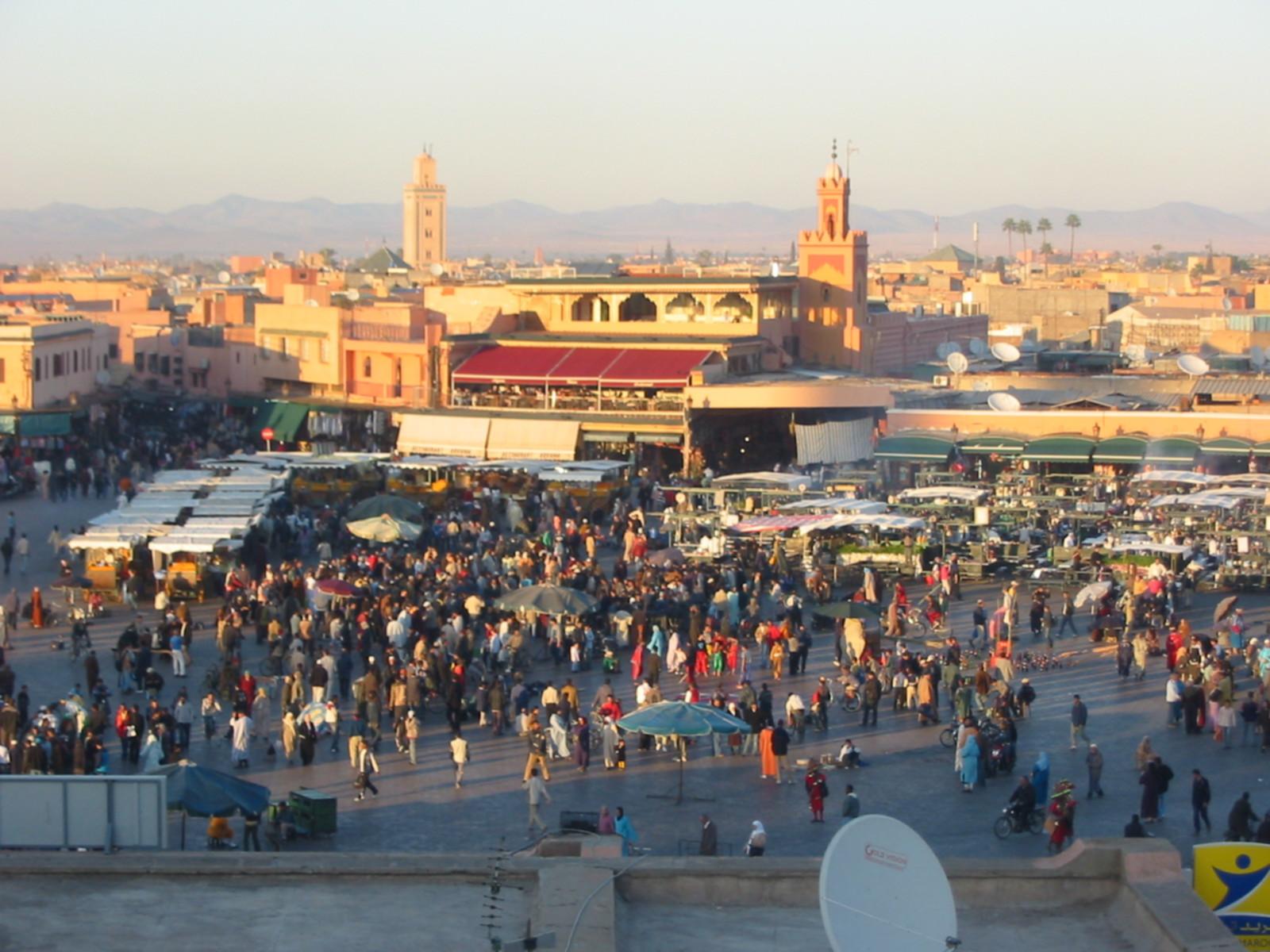 https://i2.wp.com/wikitravel.org/upload/shared/f/f1/Morroco_Djemaa_el_Fna_Evening.jpg