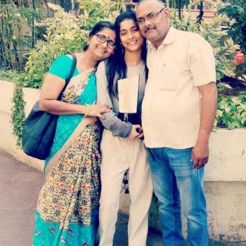 Vartika Jha Parents