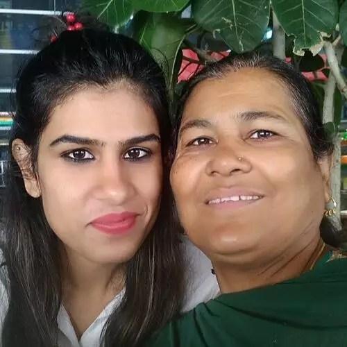 Rubika Liyaquat (News Anchor) mother with sister anjum liyaquat