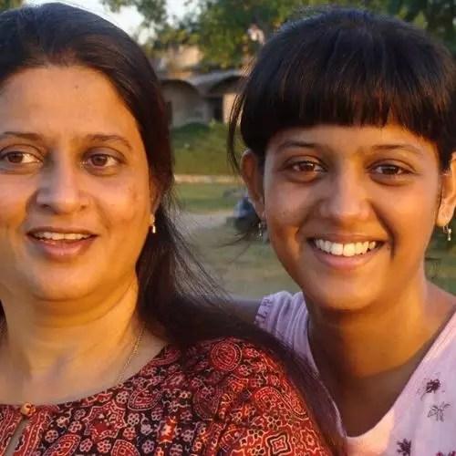 Gulki joshi with mother