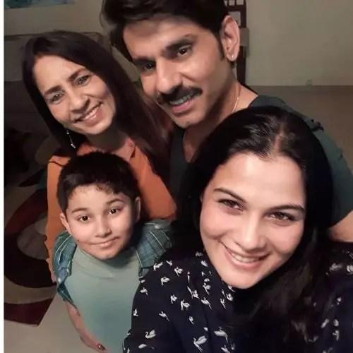 Sikandar Kharbanda Family