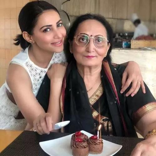 Rishina Kandhari's Mother