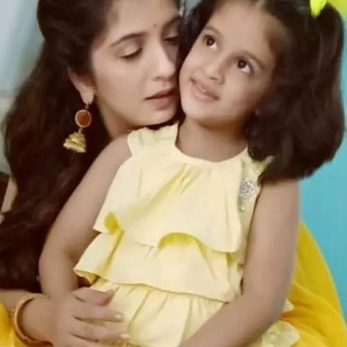 Snehlata Vasaikar with Daughter