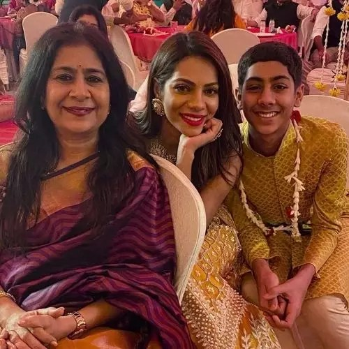 Tanvi Thakkar with Mother and Brother