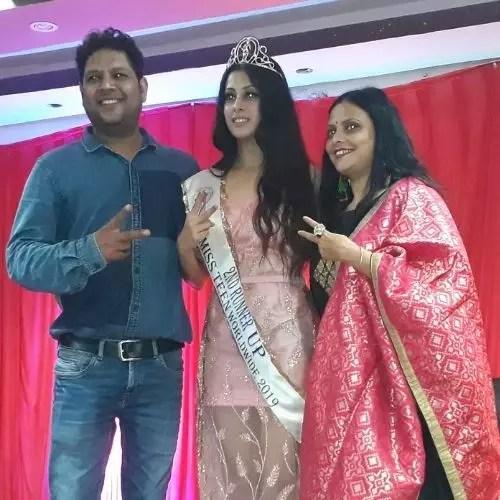 Isha Malviya with Parents