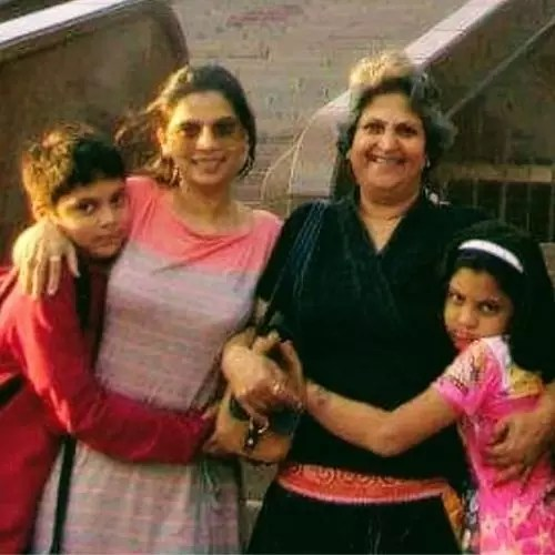 Sulekha Talwalkar with Mother-in-law and children