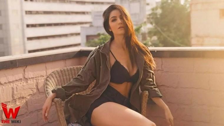 Amy Aela (Model)