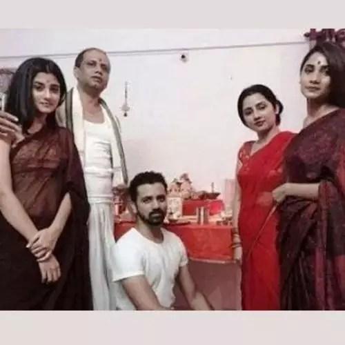 Ashlesha Thakur with Family