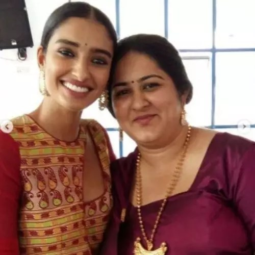 Dayana Erappa with Sister