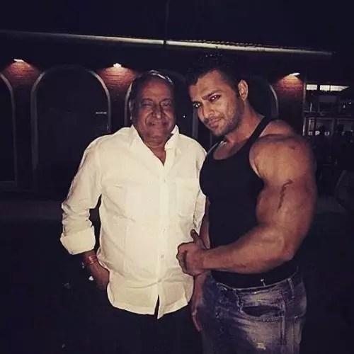 Nirbhay Wadhwa with father