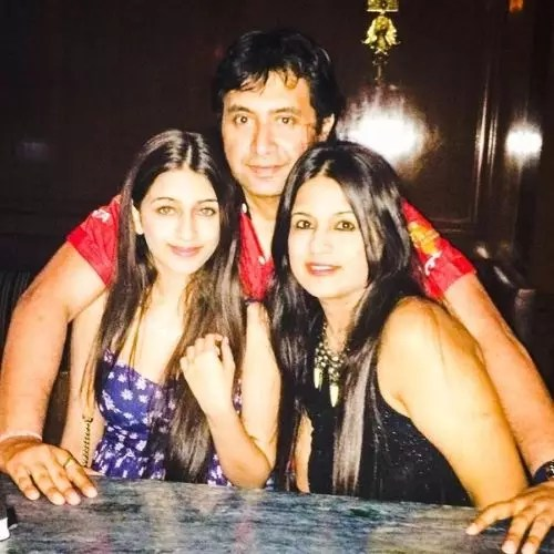Simran Nerurkar with Family