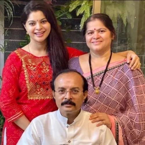 Sneha Wagh Parents