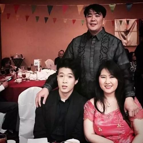 माता-पिता के साथ वॉन मुगोल