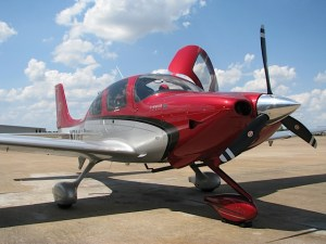 English: Cirrus SR20, 2012 Model, West Houston Airport, Texas (photo credit: WikiWings)