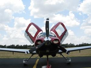 English: Cirrus SR20, 2012 Model, Brenham Municipal Airport, Texas (photo credit: WikiWings)
