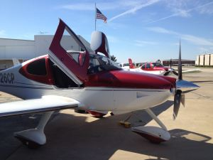 2008 Cirrus Perspective SR22TN Turbo and flag of United States of American, credit wikiWings