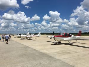 Cirrus Aircraft SR22s on airport ramp, photo credit wikiWings