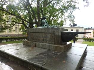 Suomenlinned Statue