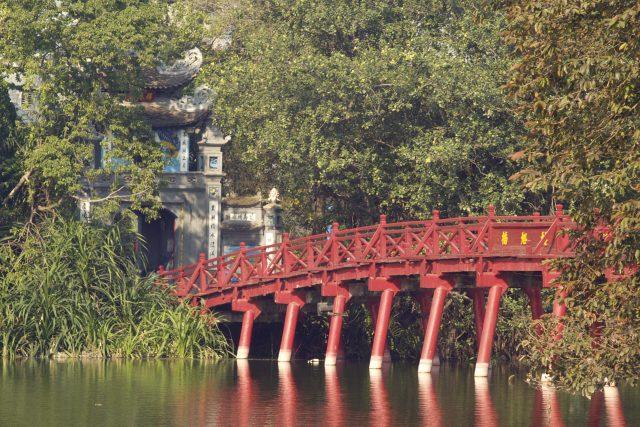 This image has an empty alt attribute; its file name is Jade-Island-Bridge-Hanoi-1024x683.jpeg