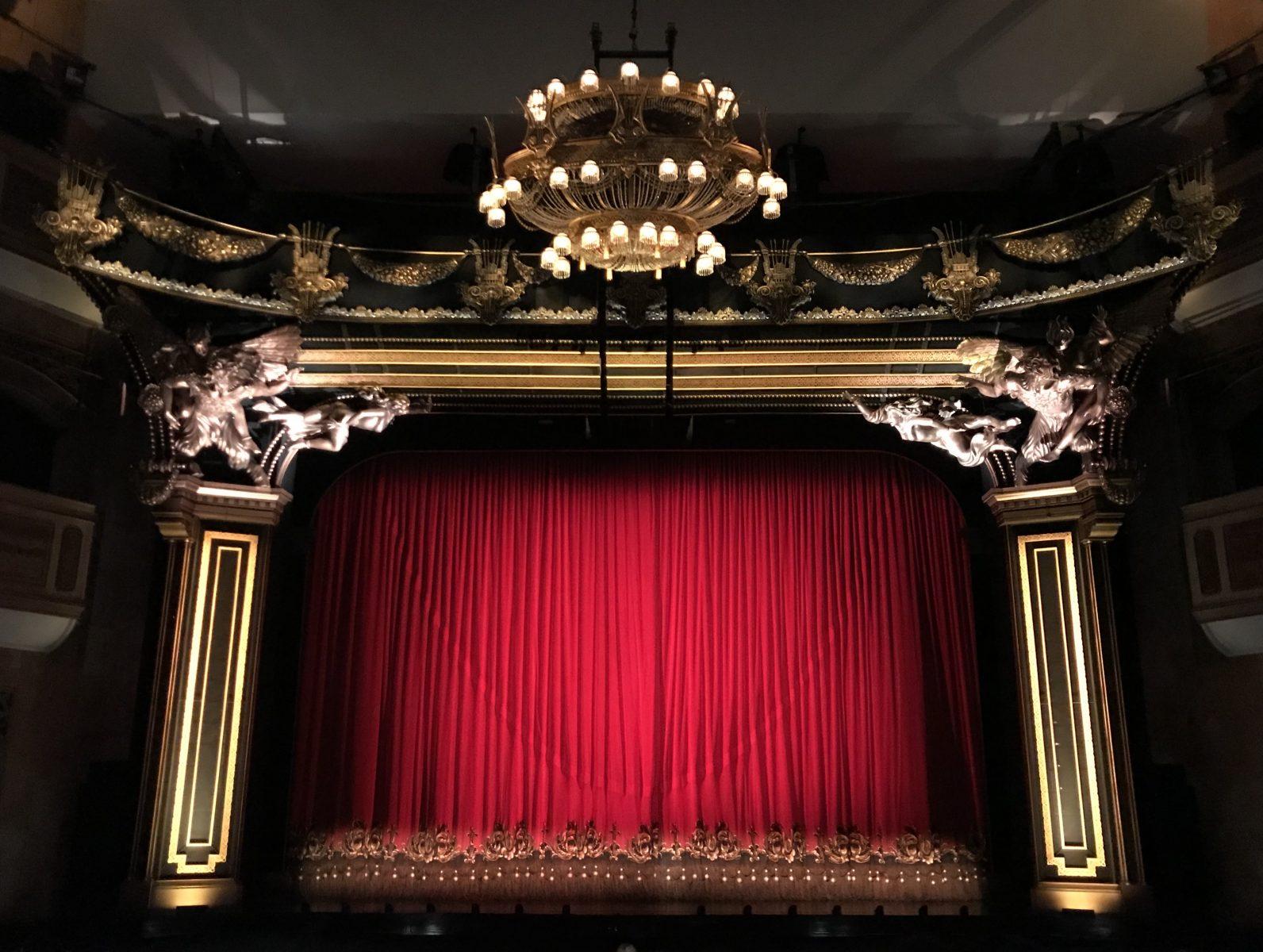 m3th3riq9 w - Broadway and the Theater District