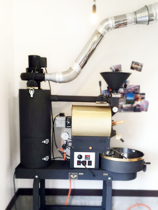 秋田県にかほ市に2kg焙煎機を設置しました。