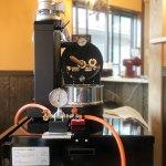 千葉県船橋市にアポロ焙煎機と架台を設置しました。