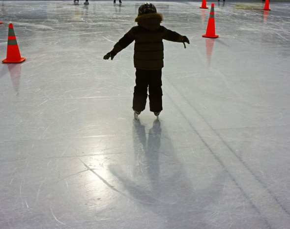 ice skating silhouette