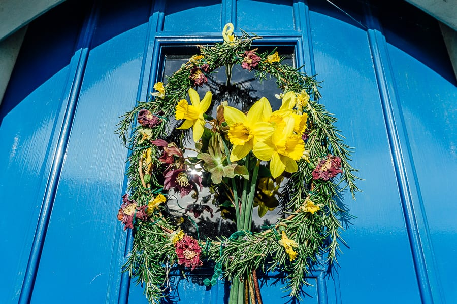Spring wreath on door with daffodils