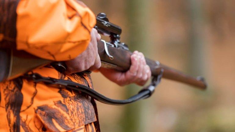 Jagdunfall Hobby-Jäger schiessen sich selber ab