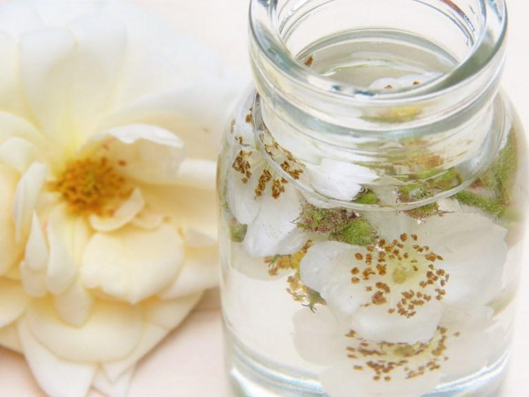 Kaltegetränk mit Rosenwasser