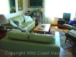 Nesika Beach Cottages Living Room