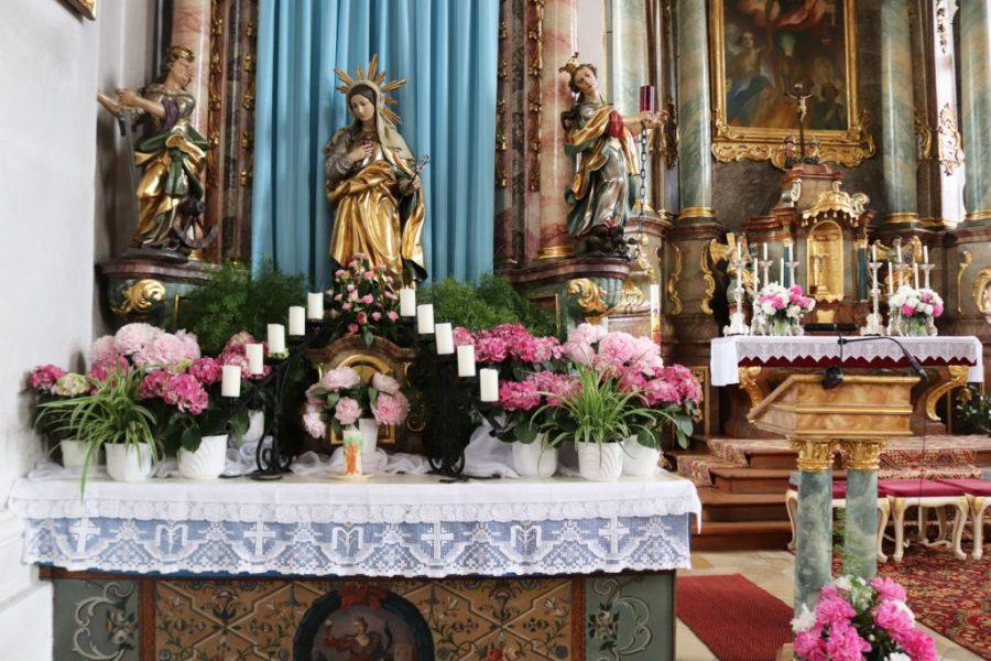 Marienaltar für Maiandachten in der Michaelskirche in Ehenfeld