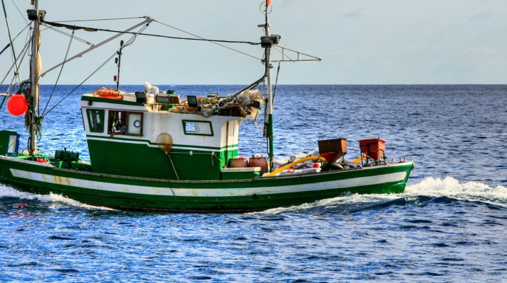 Fishing_boat_in_the_Canary_Islands-22234.jpg - European Wilderness Society - CC NonCommercial-NoDerivates 4.0 International