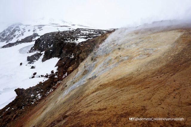 Snorrahver fumarole and Mount Mænir, Hveradalir, Kerlingarfjöll mountains, Iceland