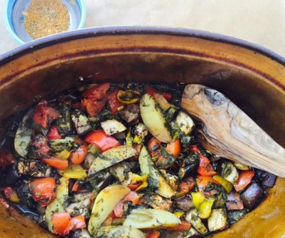 Rezept für einen vegetarischen Gemüsetopf mit Kräutern und Gewürzen
