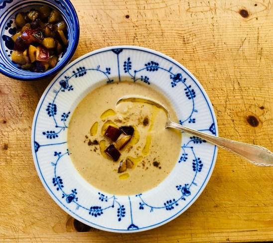 Maronen-Creme-Suppe mit Zimtzwetschgen