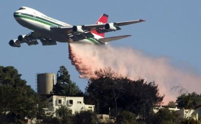 747 dropping in Haifa Israel Dec 5 2010
