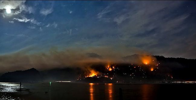 Fire in Columbia River Gorge