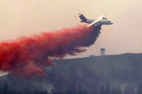 BAe-146 dropping on the Bryant Fire