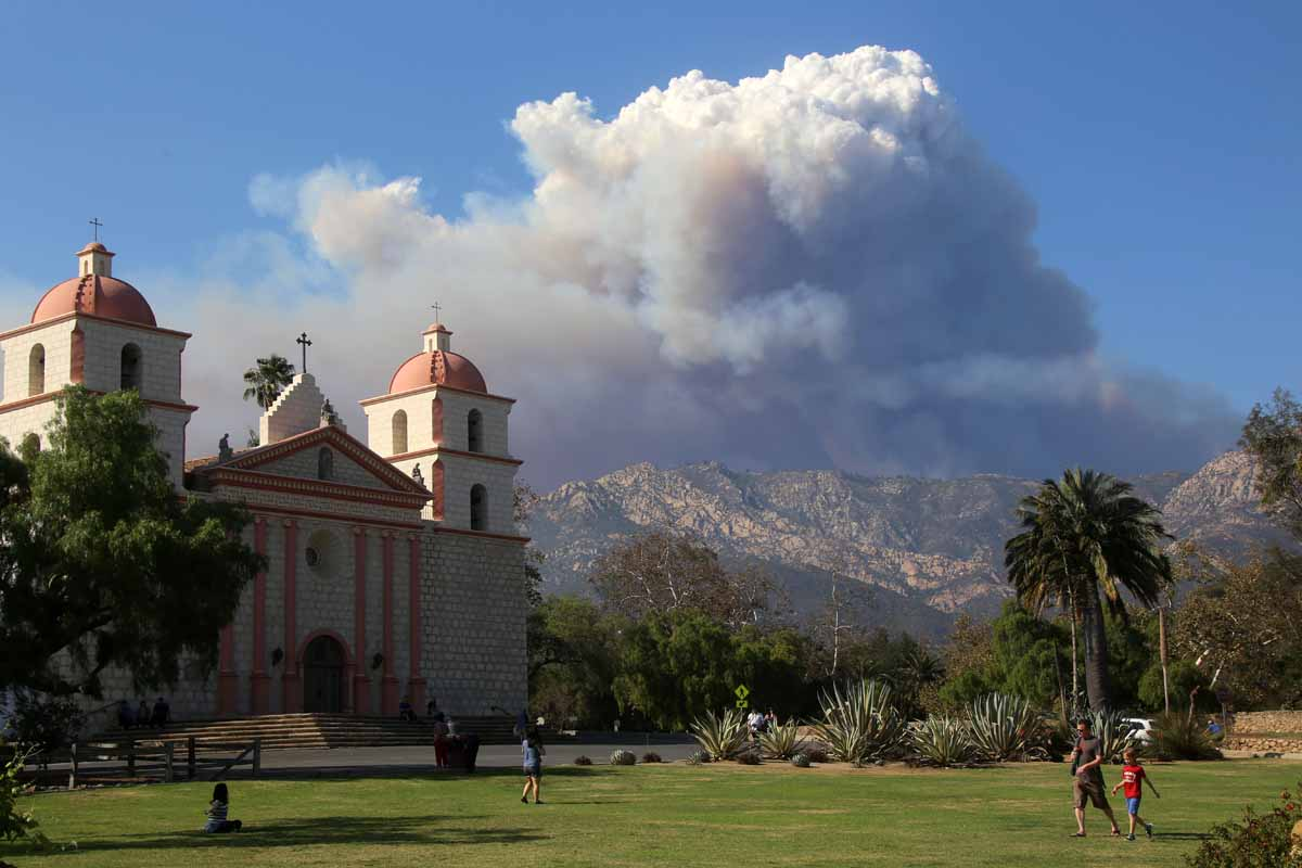 Rey Fire continues to spread to the east