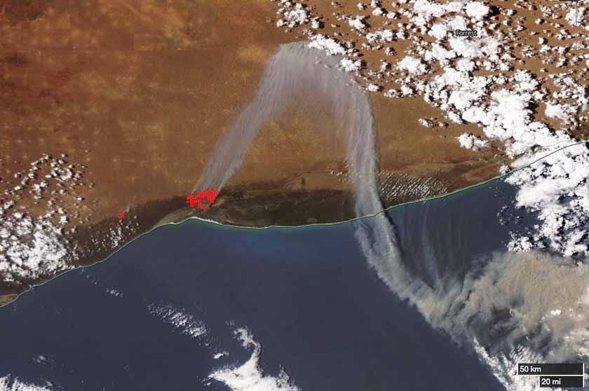 Bushfire in Western Australia closes highway, stranding hundreds of travelers