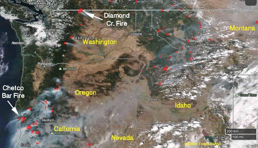 Satellite photo, wildfires in the Northwest