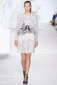 giambattista-valli-fall-2013-couture-05_180548810769-1