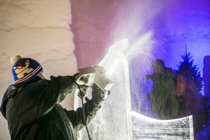 ice carving demo 1