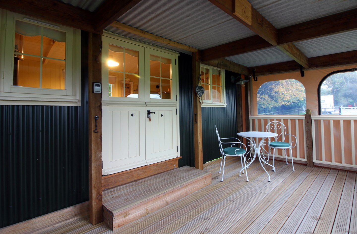 Two Hoots Glamping Campsite Hampshire – Shepherds Hut Review