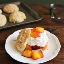 Peach Shortcake | wildwildwhisk.com